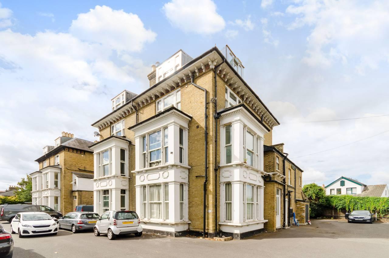 Studio flat to rent, Uxbridge Road, Hampton, TW, TW12 1SL